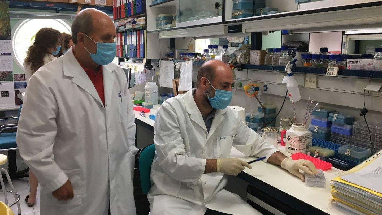 Mariano Esteban, junto a Juan Garcia. (CNB-CSIC)