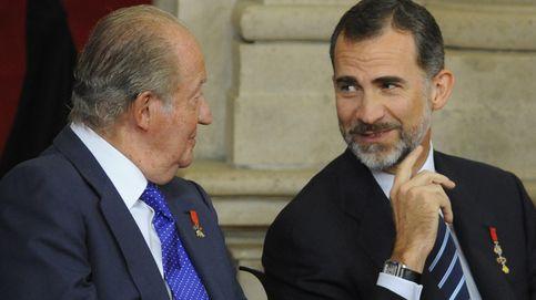 Felipe VI, muy afectuoso con su padre tras las palabras de cariño de Letizia a su suegra