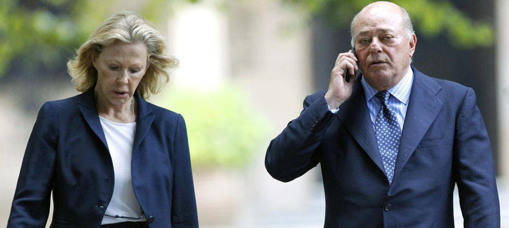 Foto: El empresario Juan Abelló, acompañado por su esposa. (EFE)