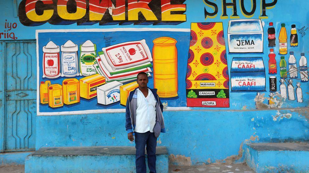 Los falsos escaparates de un pintor somalí conquistan Mogadiscio