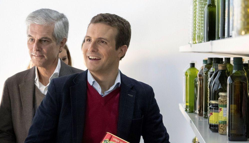 Foto: El líder del PP, Pablo Casado, acompañado del político y presidente de la Fundación Concordia y Libertad, Adolfo Suárez Illana. (EFE)