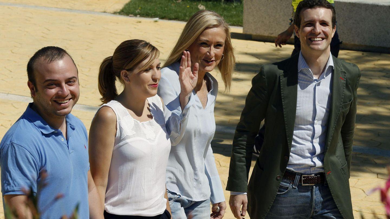 Carromero (a la izquierda), en una foto de archivo con Cristina Cifuentes y Pablo Casado.