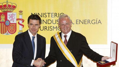 Soria entregó al CEO del 'dieselgate' la Gran Cruz de Isabel la Católica