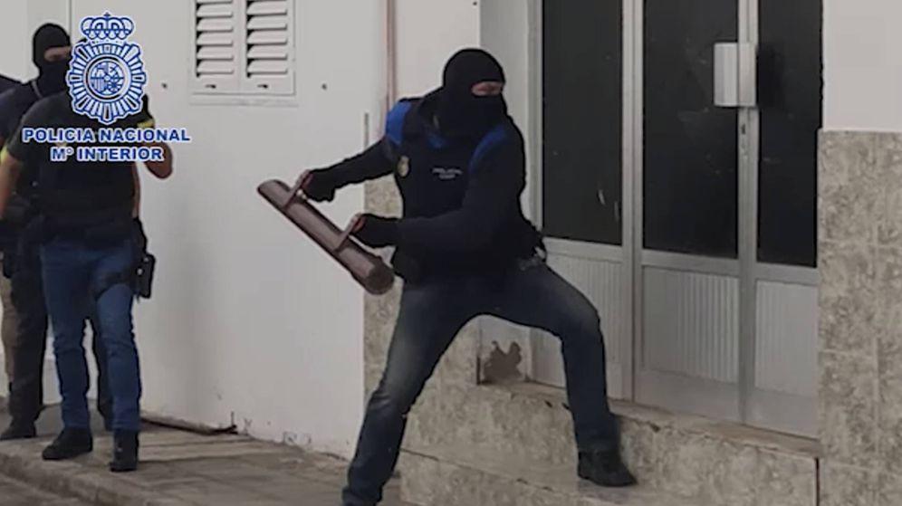 Foto: Imagen de la operación policial que ha culminado con las detenciones. (Policía Nacional)