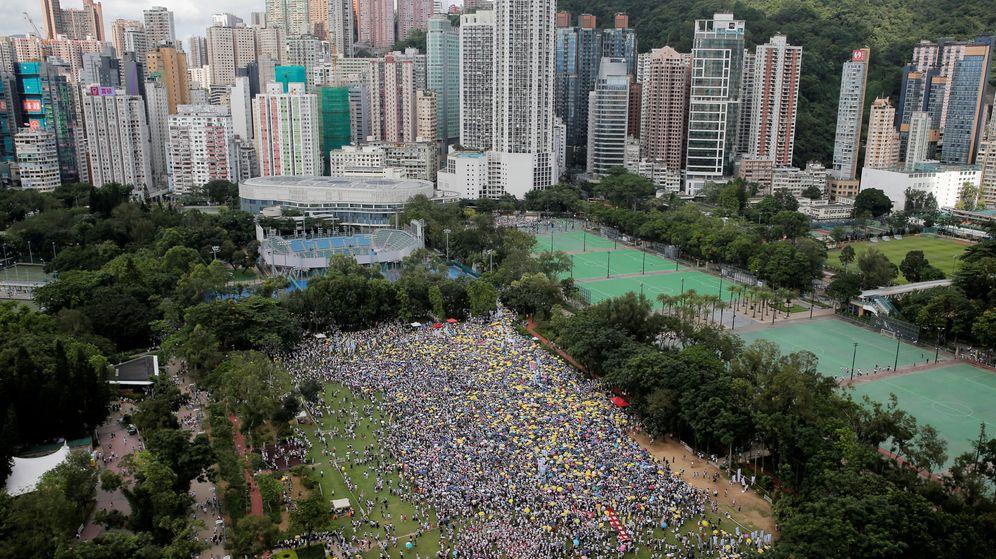 Foto: Decenas de miles de personas se manifiestan en Hong Kong. (Reuters)
