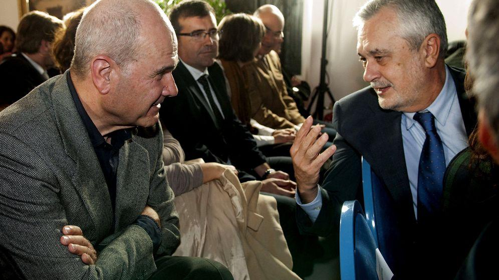 Foto: José Antonio Griñán y Manuel Chaves, en un acto en Carmona, Sevilla, en enero de 2013. (EFE)
