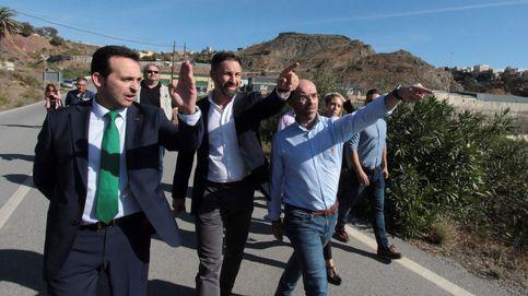 Vox bloquea la agenda legislativa de Juanma Moreno y pide elecciones ya