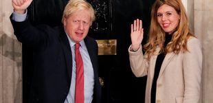 Post de Bye bye, protocolo: la novia de Boris Johnson se viste de fin de año para la noche electoral