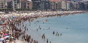 Post de Ola de calor en la costa: la vivenda supera los máximos del boom en Ibiza y Adeje