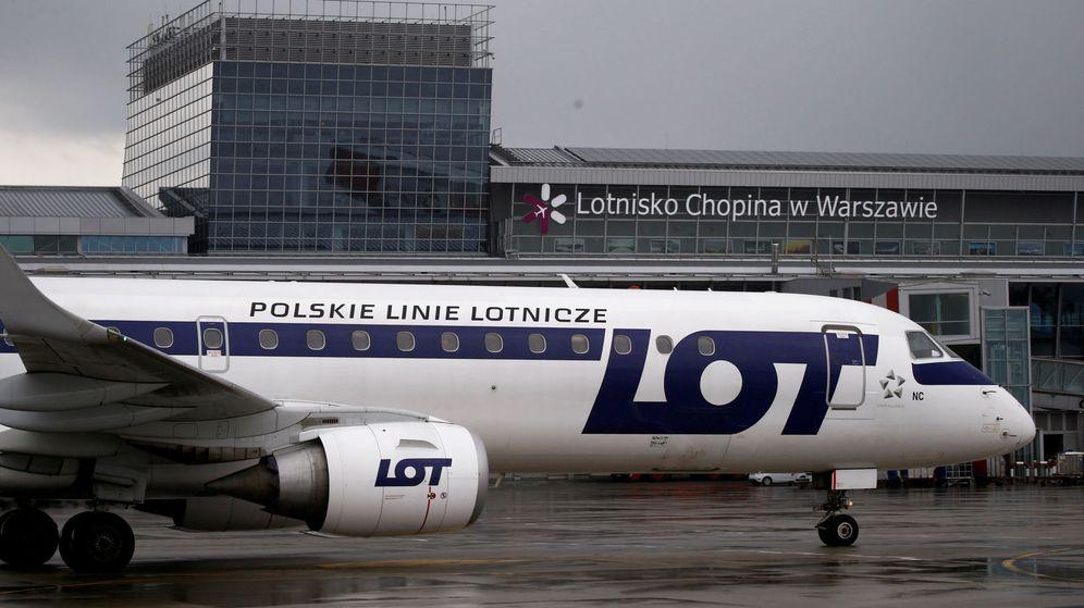 Foto: El vuelo de LOT consiguió llegar a Varsovia gracias a los pasajeros (Reuters/Kacper Pempel)