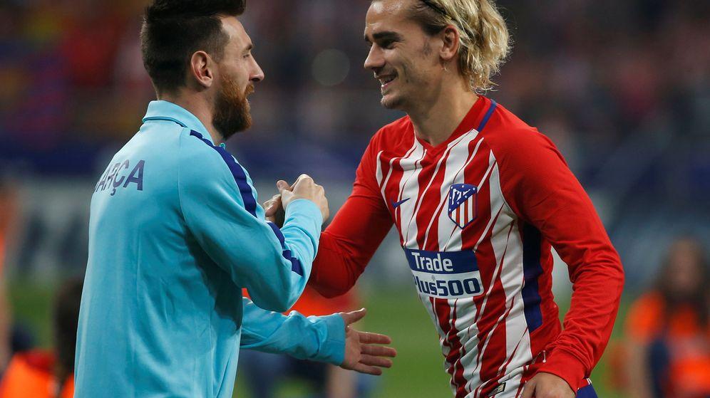 Foto: Messi y Griezmann se saludan durante un partido entre el Bacelona y el Atlético de Madrid. (Reuters)