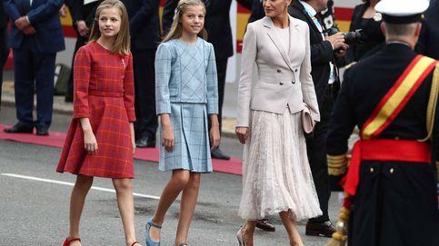 Letizia opta por un look 'perfil bajo' para un día muy deslucido