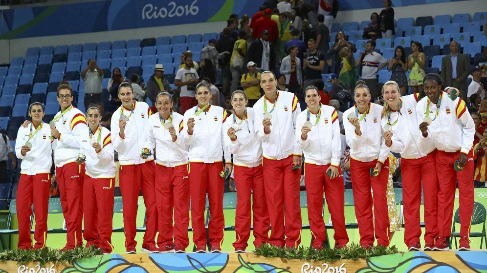 Foto: La selección española con su medalla de plata (Jim Young/Reuters)