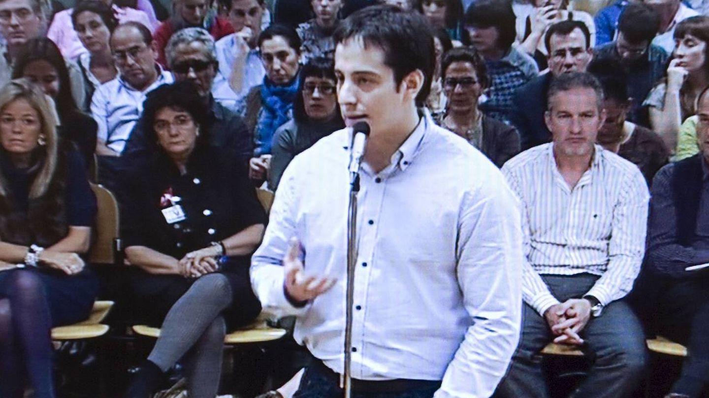 El momento en el que el psiquiatra, José Diego Yllanes, presta declaración en el Palacio de Justicia de Navarra en 2009. (EFE)