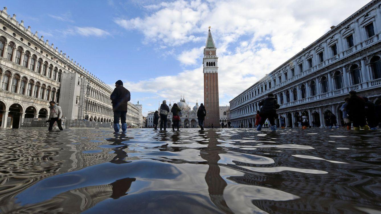 El 'agua alta' no da tregua a Venecia y se espera una subida de 160 centímetros