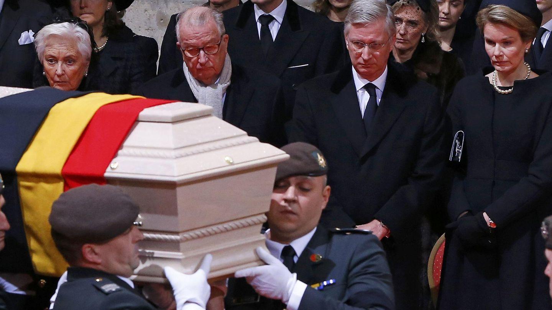 Los reyes Felipe y Matilde, junto a Alberto y Paola de Bélgica, en el entierro de la reina Fabiola. (Reuters)
