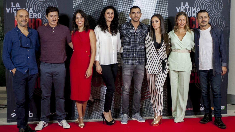 El reparto de la serie 'La víctima número 8' en Vitoria-Gasteiz. (FesTVal)