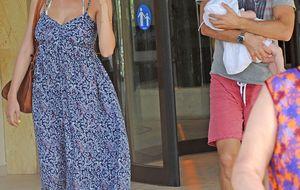 Amaia Salamanca y Rosauro Varo disfrutan de Marbella con Olivia