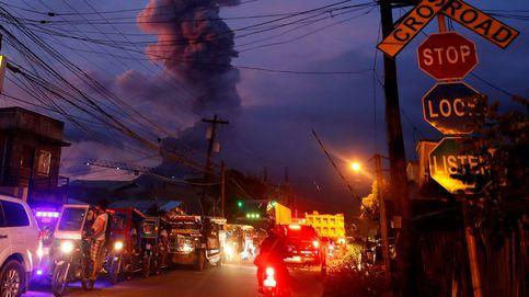 El Mayon suma dos nuevas erupciones y Puigdemont se reúne con Torrent: el día en fotos