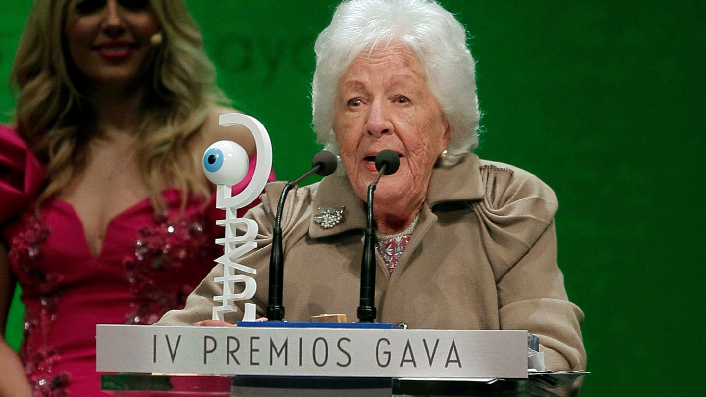 Menchu Álvarez, recibiendo un premio por su trayectoria. (EFE)