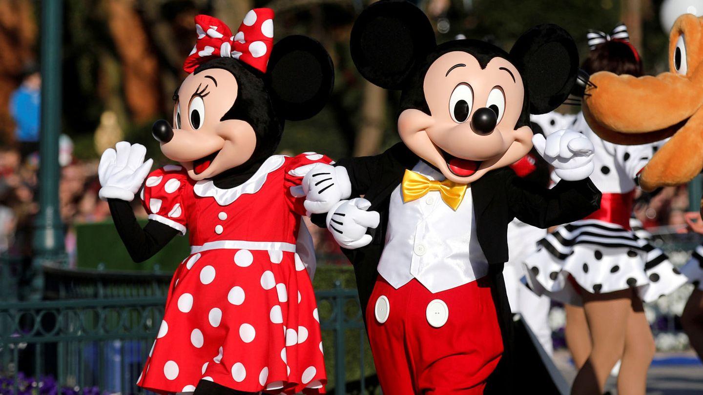 Mickey y Minnie dando un paseo por Disneyland París, imagen de archivo. (Reuters)