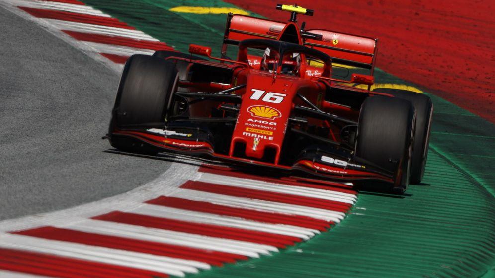 Foto: Charles Leclerc rodando con su Ferrari en Austria. (EFE)