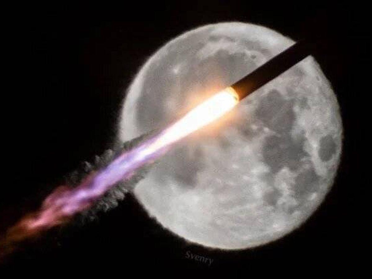 Foto: El cohete atravesando la luna. Foto: Steve Rice