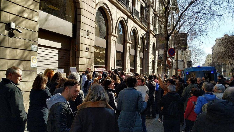 Foto: Concentración frente a la Fiscalía. (Foto: Arran)