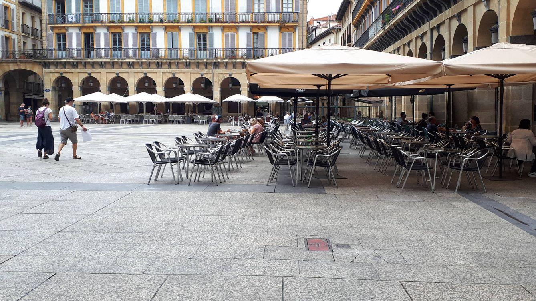 Ni turistas ni pancartas contra ellos: la Parte Vieja de San Sebastián se queda sin su festival