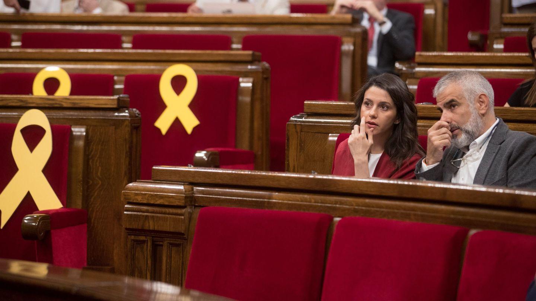 La líder de Ciutadans, Inés Arrimadas, junto a su número dos, Carlos Carrizosa. (EFE)
