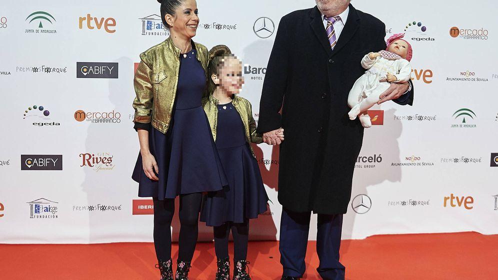 Foto: Pablo Carbonell, su esposa María y su hija Mafalda. (Getty)