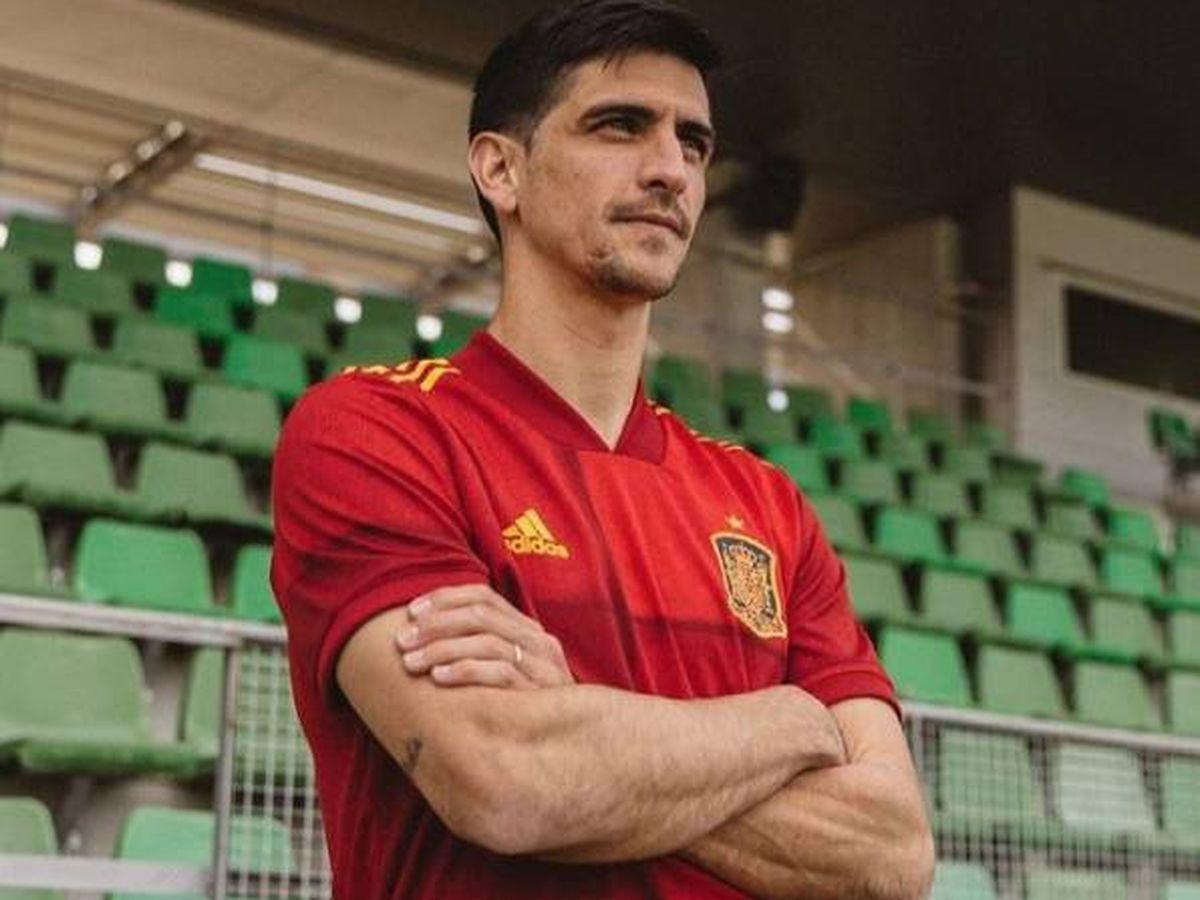 Foto: Gerard Moreno, vistiendo la camiseta de la selección española. (Instagram @gerard_moreno)