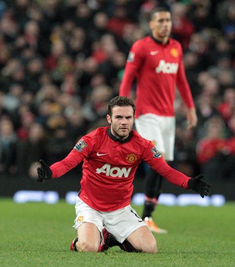 Foto: Mata ya ilusiona a su nueva afición, que le recibió y le despidió entre aplausos.