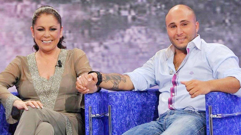 Isabel y su hijo, en televisión. (Mediaset)