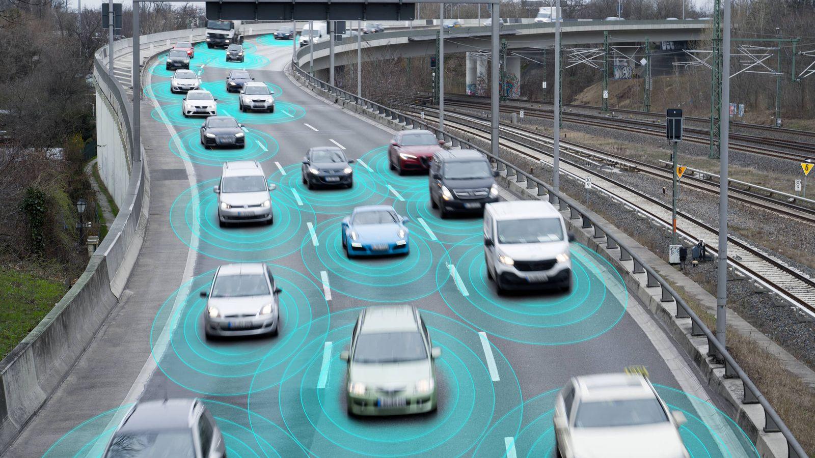 Foto: Varios coches, captados por un radar. (iStock)