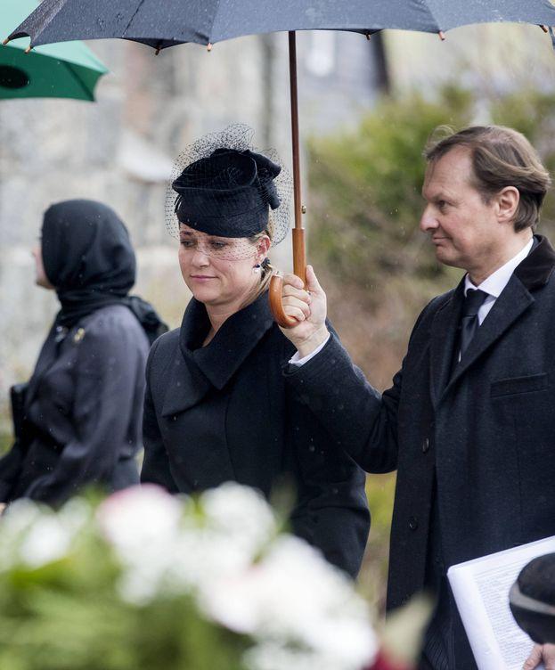 Foto: La princesa Marta Luisa y su ayudante. (Gtres)