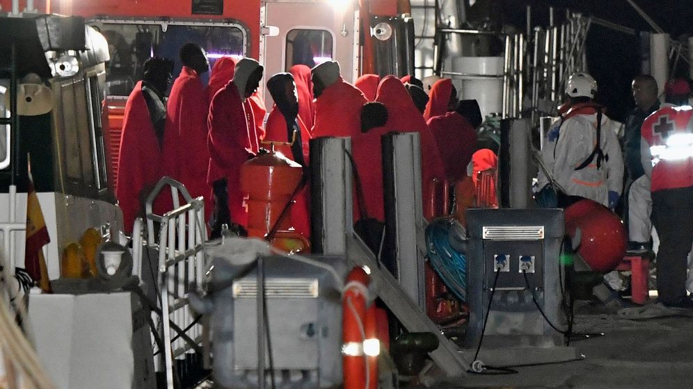 Foto: Rescate de 54 personas en el mar de Alborán. (EFE)