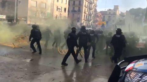 Los Mossos cargan contra los CDR cuando trataban de impedir un acto de Vox
