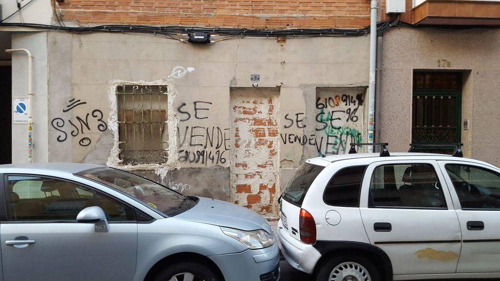 Foto: Uno de los 'narcopisos', en la calle Hachero, tapiado por los vecinos. (A.P.)