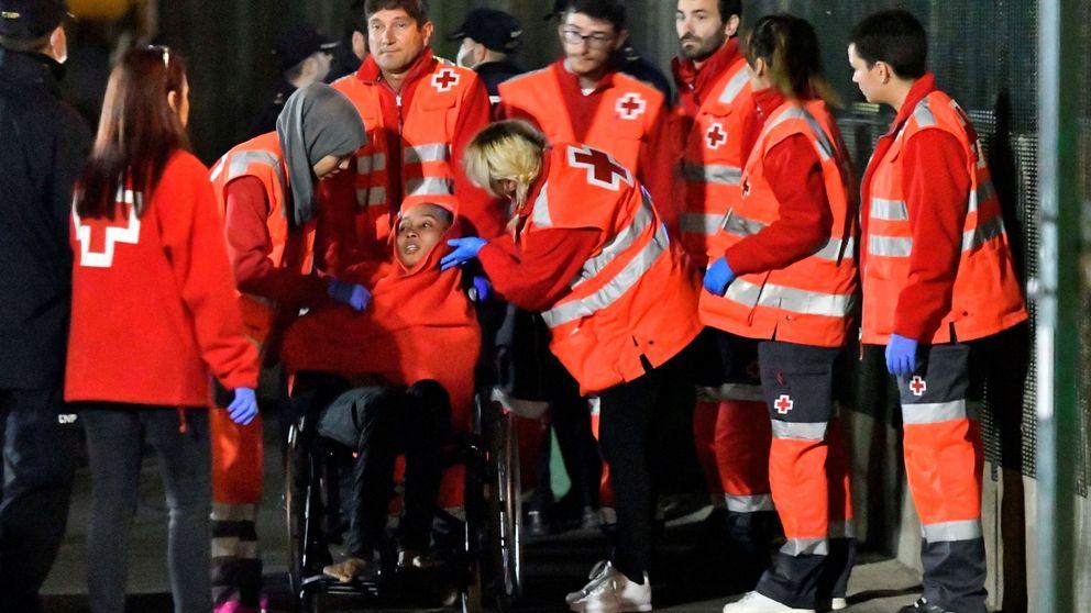 Un muerto entre los 104 inmigrantes rescatados de dos pateras en Alborán