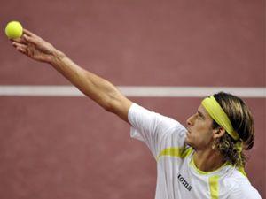 Federer arrolla a Feliciano López y defenderá el título ante Nalbandián