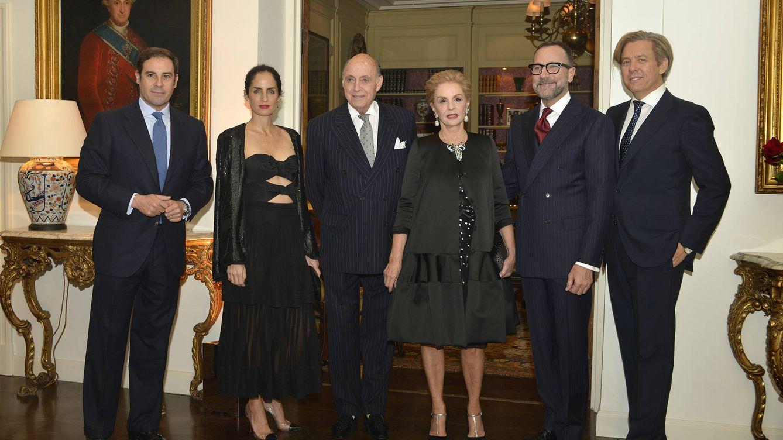 Foto: Carolina Herrera y su familia junto a James Costos y su pareja