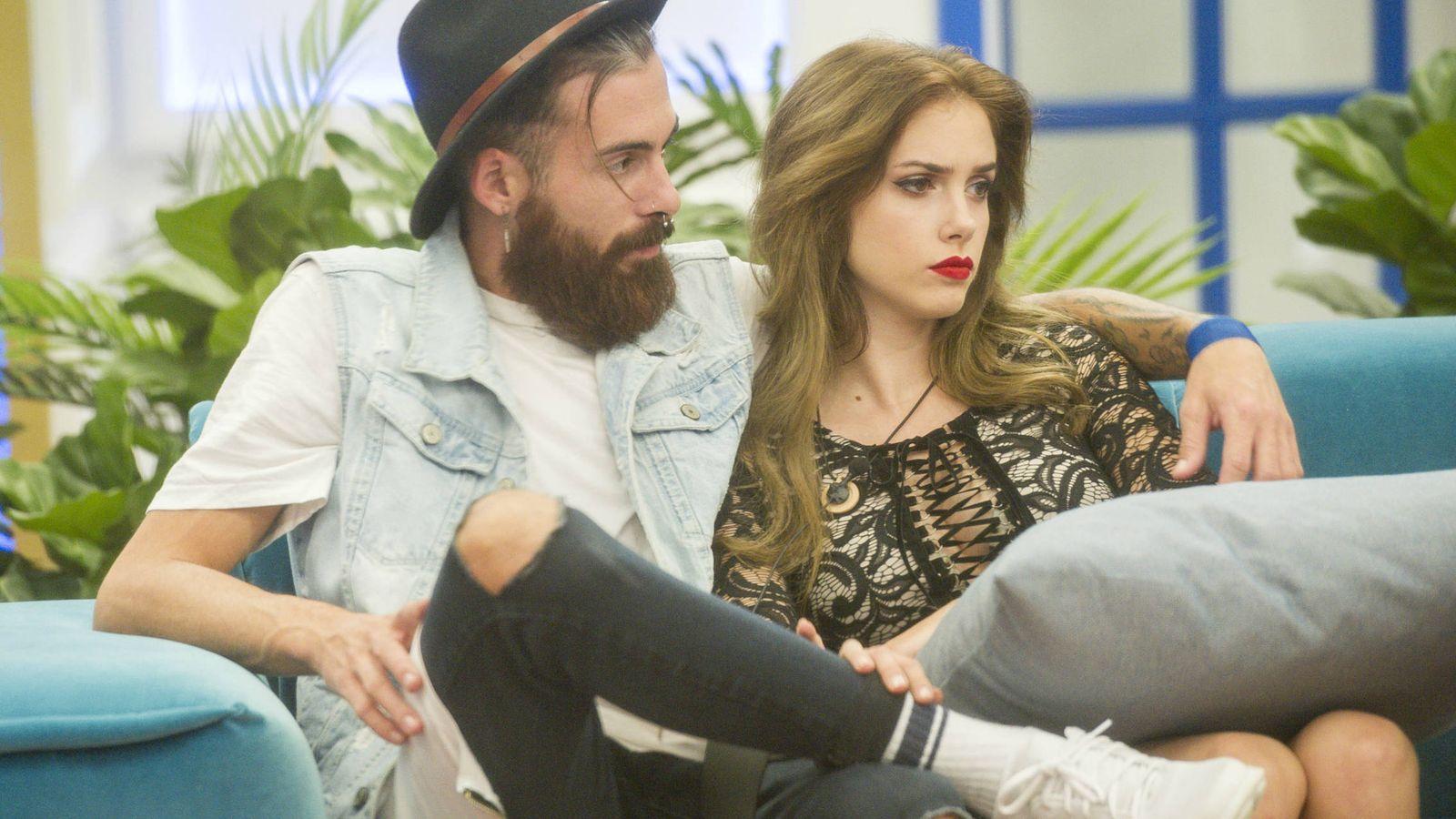 Foto: José María y Carlota en 'GH Revolution'. (Mediaset España)
