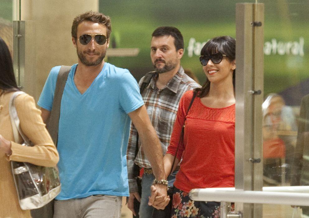 Foto: Raquel del Rosario y Pedro Castro en el aeropuerto de Madrid (Gtres)