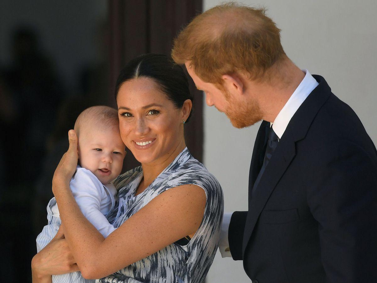Foto: Archie y los duques de Sussex. (Reuters)