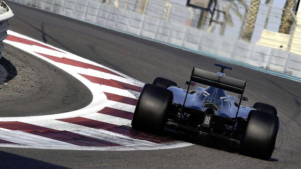 Foto: Lewis Hamilton rodando este martes por la mañana en Abu Dabi.