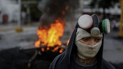 Venezolanos cortan las calles
