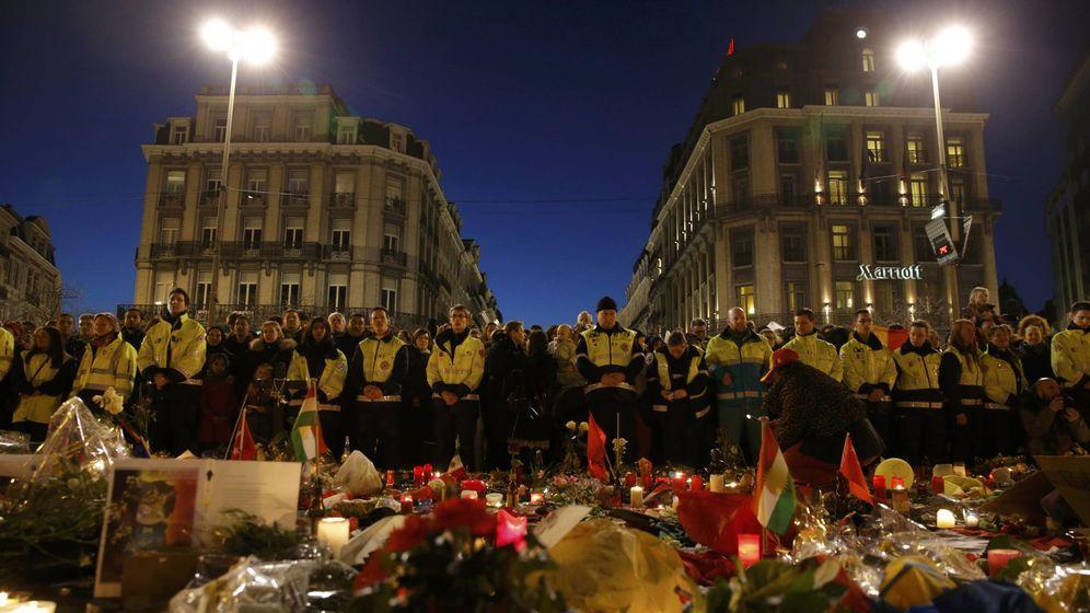 Foto: Flores y velas en recuerdo de las víctimas de los atentados. (Reuters)