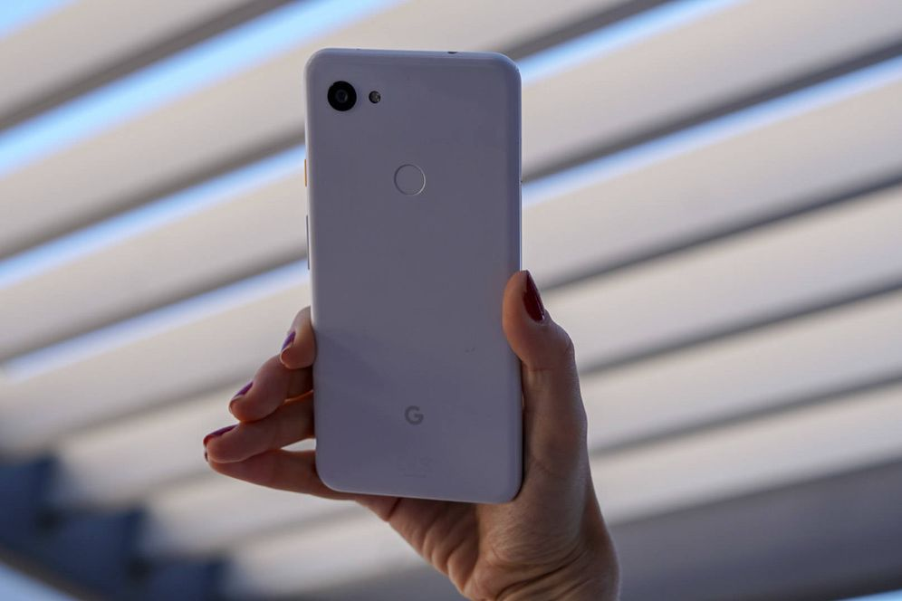Foto: El Pixel 3a XL, en blanco. (M. Mcloughlin)