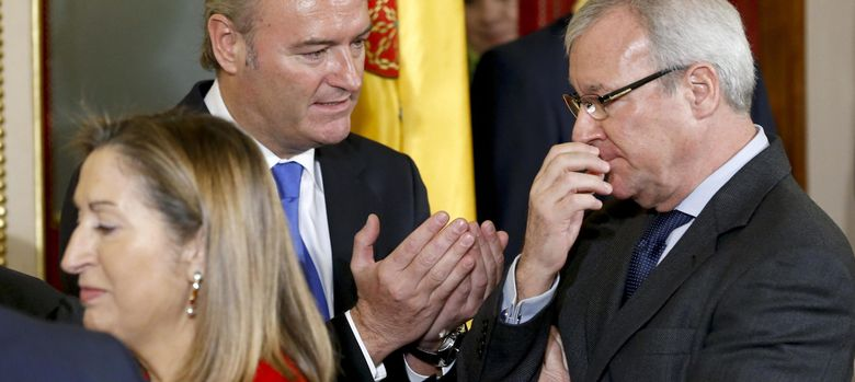 Foto:  El presidente de la Generalitat valenciana, Alberto Fabra (i), conversa con el presidente de Murcia, Ramón Luis Valcárcel. (EFE)